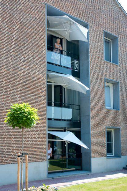 hexagonal-paraflex-wall-mounted-parasols