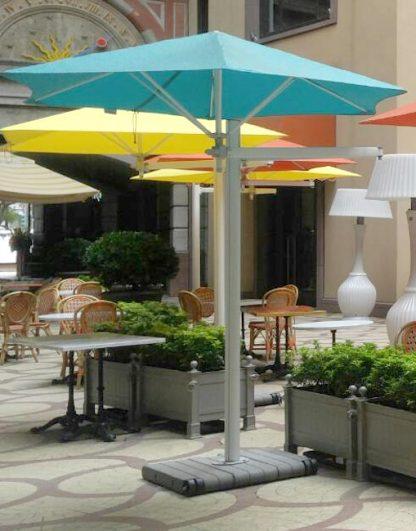 paraflex-side-post-hexagonal-parasol-on-concrete-square-mobile-base